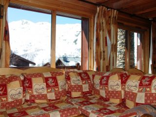 Catered-chalet-Les-Menuires-living.JPG